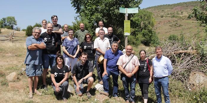Instal·lació de senyals a la ruta del Cinquè Llac per millorar la convivència entre els senderistes i els ramats
